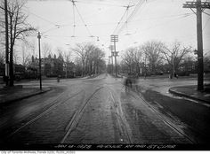 This is what St. Clair Avenue looked like in Toronto 100 years ago Amazing Photos, Cool Photos, Toronto Ontario Canada, Old Pictures, Paths, Pride, Country Roads, Urban, History