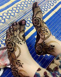 Simple Feet Mehndi Designs Ideas - The Handmade Crafts Khafif Mehndi Design, Floral Henna Designs, Mehndi Designs Feet, Henna Art Designs, Mehndi Designs 2018, Modern Mehndi Designs, Mehndi Design Pictures, Mehndi Designs For Girls, Wedding Mehndi Designs