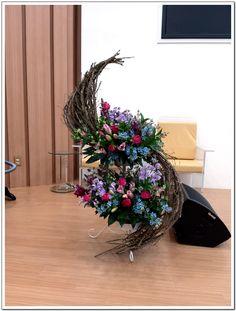 Alter Flowers, Fresh Flowers, Grapevine Wreath, Grape Vines, Flower Arrangements, Floral Wreath, Crown, Wreaths, Home Decor