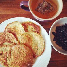 Bananpannekaker, blåbær og te 😊 Sunn og god lunsj!