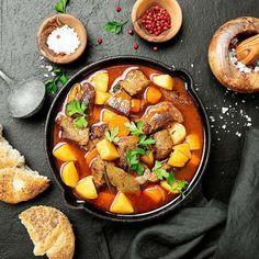 Rețeta de pâine a lui chef Sorin Bontea Pot Roast, Ethnic Recipes, Food, Carne Asada, Roast Beef, Essen, Meals, Yemek, Eten