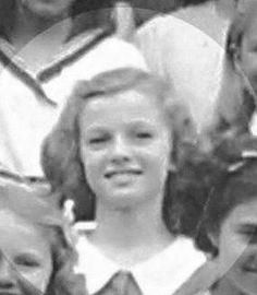 Marilyn Monroe - A Picture For Every Year of Her Life Young Marilyn Monroe, Marilyn Monroe Photos, Marylin Monroe, Stunning Brunette, Play Tennis, Norma Jeane, Before Us, Famous Women, Old Hollywood