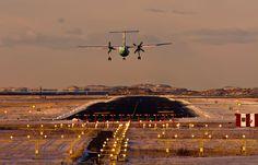 Widerøe Dash 8 til landing ved Bodø lufthavn Foto: Jan Erik Paulsen