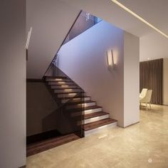 Interior design of this residence reflects the fusion of creamy tones and elements of glamour and exclusivity of the Arab world. Interiores Design, Stairs, Designer, Glamour, Modern Staircase, Design Design, Home Decor, Modern, Luxury