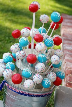4th of July Cakepops! Blue Cake Pops, Blue Cakes, Aqua Cake, Holiday Recipes, July 4th, 4th Of July Cake, 4th Of July Party, Dipping Chocolate, Dessert Food