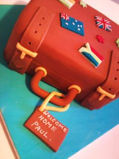 by LB Cakes. Travelling cake