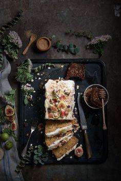 Plum cake w/figs~Image by Valentina Hortus Dark Food Photography, Photography Photos, Breakfast Desayunos, Cooking Recipes, Healthy Recipes, Vegan Cake, Pavlova, Creative Food, Food Styling