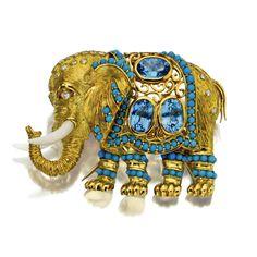 18 karat gold, diamond, blue topaz and hardstone elephant pendant-brooch, Italy brooch Elephant Jewelry, Animal Jewelry, Jewelry Art, Vintage Jewelry, Fine Jewelry, Antique Jewelry, Insect Jewelry, Fantasy Jewelry, Chain Pendants