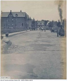What St. George Street used to look like in Toronto University Of Toronto, Past Life, Historical Photos, Genealogy, Ontario, Nostalgia, That Look, England, Canada