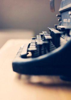 Vintage Typerwriter by hellopinecone