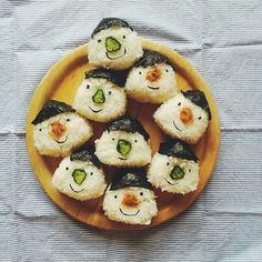 顔おにぎり Japanese Lunch, Japanese Food, Cooking Time, Cooking Recipes, Kawaii Cooking, K Food, Food Picks, Getting Hungry, Looks Yummy