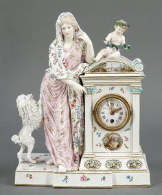 Tischuhr mit Dame und PudelKönigliche Porzellan Manufaktur, Meissen um 1830