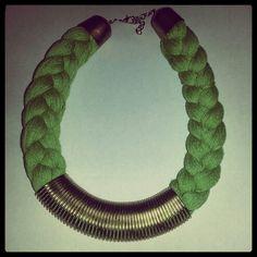 Collar trenza verde y dorado