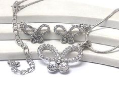 brand new ladies stud butterfly pendant necklace set
