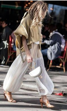 Street Style Looks to Copy Now Street style fashion / fashion week Best Street Style, Street Style Outfits, Mode Outfits, Street Chic, Fashion Outfits, Stylish Outfits, Fashion Boots, Looks Street Style, Looks Style