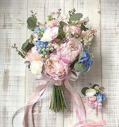 Bouquet for bride! 淡い水彩画の雰囲気でお作りしたクラッチブーケ。少し縦長でざっくりまとめました。ドレスはHayley、素敵な1日になります様に! * * #hawaiiwedding #weddingphoto#verawang #verawangdress #verawanghayley #2016冬婚 #2017春婚 #2017夏婚 #2017秋婚 #海外挙式 #リゾ婚 #アーティフィシャルフラワー #アーティフィシャルフラワーブーケ #ブーケレッスン #ブーケワークショップ #プリザーブドフラワーブーケ #peony #ドライフラワー #ドライフラワーブーケ#wedding #bridal #lesfavoriswedding#shimokitazawa