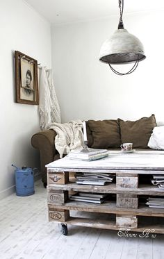 pallet coffee table. We have pallets to do this and industrial lights like the one in this photo!