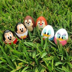 i need these easter eggs! Disney Easter Eggs, Easter Toys, Easter Crafts, Egg Carton Crafts, Easter Egg Designs, Coloring Easter Eggs, Easter Celebration, Easter Holidays, Rock Crafts