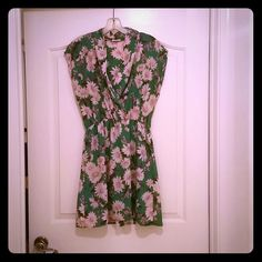 Green Flower Dress Great condition - shorter dress or tunic.  True to size. Everly Dresses Mini