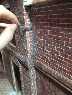 Glorious Twelfth: The Facade: Highlights - Model Trains Vitrine Miniature, Miniature Houses, Miniature Dolls, Dollhouse Tutorials, Diy Dollhouse, Dollhouse Miniatures, Miniature Furniture, Dollhouse Furniture, Tips And Tricks