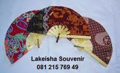undangan kipas batik KODE KS-1 HARGA 1500 KIPAS BATIK 19CM , dibuka sekitar 34cm,free nama dan plastik #souvenir #undangan #kipas #batik