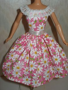 Looks like one could use a sleeveless barbie dress pattern, then add a strip of lace for sleeves. Good idea.