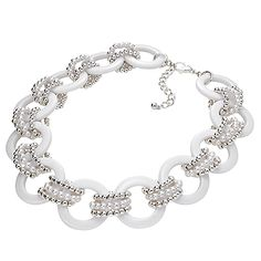 I am selling Fashion affordable jewelry....because people represent our brand, because they love our style.