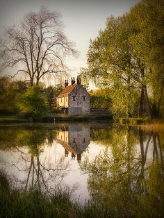 Gamekeeper's Cottage, Cusworth   England (by Ian Barber)