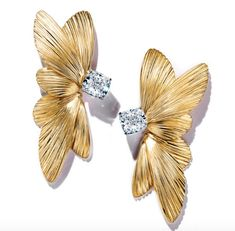 Tiffany & Co., These never-before-seen earrings are from the upcoming 2019 Tiffany Blue Book Collection and are a shining example of Tiffany s High Jewelry, Gold Jewelry, Jewelry Accessories, Jewelry Design, Vintage Jewellery, Antique Jewelry, Lady Gaga, Diamond Earrings, Stud Earrings