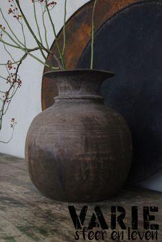 Oude houten nepalese Potten/Kruiken