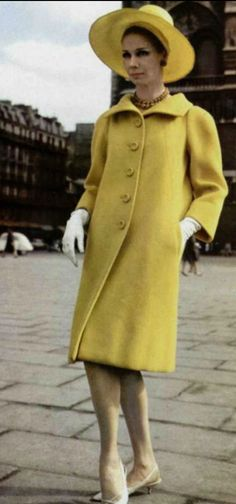 1963 Christian Dior Vintage Dior, Christian Dior Vintage, Vintage Couture, Vintage Coat, Mode Vintage, Vintage Glamour, Vintage Ladies, 1969 Fashion, 60s And 70s Fashion