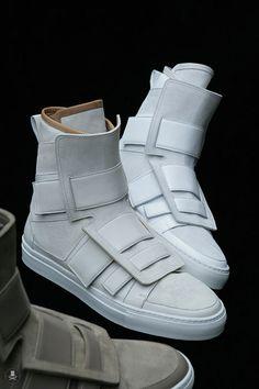 Selectism - Kris Van Assche Footwear for Autumn/Winter 2009 Source by shoes Mode Shoes, Sneakers Mode, Sneakers Fashion, Men's Shoes, Fashion Shoes, Shoe Boots, Mens Fashion, Futuristic Shoes, Cyberpunk Fashion