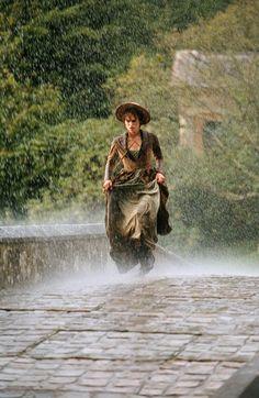 Lá Fora Está Chovendo...   Keira Knightley no papel de Elizabeth Bennet  em Orgulho e Preconceito, de Jane Austen.