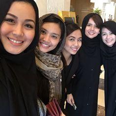 Crewfie! #crewfie #dammam #saudiarabia #crewlife #abaya #flightattendant by froilalooo Airline Cabin Crew, Flight Attendant, Instagram Posts, Fashion, Moda, Fashion Styles, Fashion Illustrations