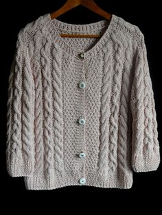 Hand knit sweater by MariyaMitov on Etsy Learn How To Knit, How To Start Knitting, How To Wear, Hand Knitting, Knitting Patterns, Color Rosa Claro, Light Pink Color, Hand Knitted Sweaters, Long Cardigan