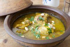 Tajine de pollo con cebollas y almendras