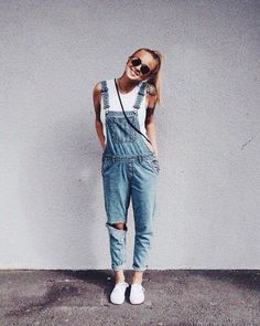 10 Lazy Girl Outfits That Look Polished AF Comfy and cozy lazy girl outfits for those of us that hate taking time to get ready! These easy outfits are polished, super cute and require minimal effort! Simple Outfits, Casual Outfits, Cute Outfits, Cute Overall Outfits, Outfits With Overalls, Cute Overalls, Casual Clothes, Pretty Outfits, Teen Fashion