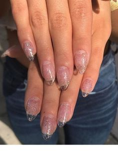 Pink nails with glitter and an almond shape Inspiring Ladies is part of Prom nails Gel Nailart - Prom nails Gel Nailart Clear Glitter Nails, Clear Acrylic Nails, Almond Acrylic Nails, Acrylic On Natural Nails, Sparkly Nails, Almond Nails, Nail Design Stiletto, Nail Design Glitter, Nails Design