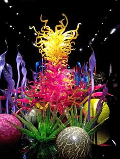Chihuly is my absolute favorite artist! I have been to several of his exhibits throughout Europe. I was in Heaven! The perfect Feb 14 morning!