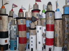 Der dicke Ast, aus dem der Leuchtturm gefertigt wurde, wurde als Treibholz am ba… The thick branch from which the lighthouse was made was driven [. Painted Driftwood, Driftwood Art, Beach Crafts, Diy And Crafts, Lighthouse Gifts, Deco Marine, Driftwood Projects, Beach Art, Wood Design