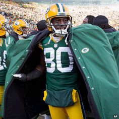 """WR Donald Driver on what might have been his final game at Lambeau Field.    """"Donald Driver is a class act to say the least,"""" McCarthy said. """"He's a pro's pro. He does everything you ever ask of him. We've had conversations of late here, … and he's handled it very well. He's an excellent teammate. Everyone clearly understands what he means to the organization and what he's done. Bears Packers, Packers Football, Football Helmets, Curly Lambeau, Mike Mccarthy, Donald Driver, Nfl Championships, Nfl History, Go Pack Go"""