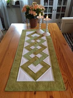 Quilt and Seam: Island Chain finished Quilted Table Runners Christmas, Patchwork Table Runner, Christmas Runner, Table Runner And Placemats, Table Runner Pattern, Table Topper Patterns, Quilted Table Toppers, Quilt Square Patterns, Hexagon Quilt
