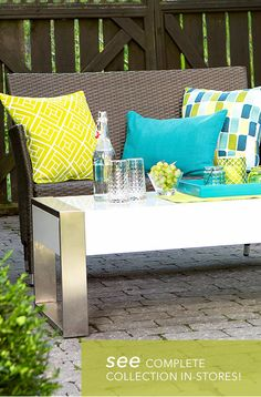 Make a choice among our selection of colourful outdoor cushions. Dress up your backyard or your terrace with these bright summer shades!