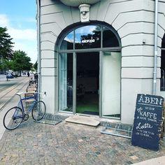 Meget betænksomt af Veloropa at åbne en cykelcafé lige uden for min hoveddør. Vi ses på Borups Allé #veloropacafe