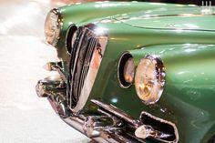 Vivez de l'intérieur l'installation du quarantième Salon Rétromobile dans les Pavillons 1 et 2 de la Porte de Versailles !