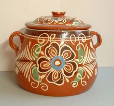 Vintage Mexican pottery, redware bean pot Click the link to visit our site Rookwood Pottery, Raku Pottery, Pottery Art, Hull Pottery, Pottery Painting, Vintage Pottery, Mexican Artists, Mexican Folk Art, Ceramic Plates