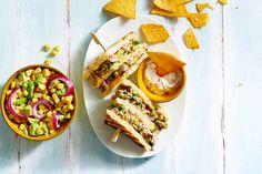 Tonijnsandwich met guacamole en maissalade (advertorial)