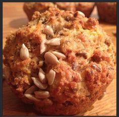 Gott & nyttigt LCHF-bröd! Jag använde kokosmjöl istället för hasselnötsmjöl. Nästa gång lägger jag till en nypa salt och penslar med ägg så att solrosfröna sitter fast efter gräddning ;)