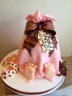 Baby Bundle Cake ~ so darn cute!