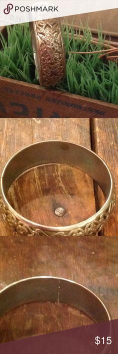 VINTAGE SILVER BRACELET WITH FILIGREE DESIGN. VINTAGE SILVER COLOR BRACELET WITH BEAUTIFUL FILIGREE DESIGN. ❤️ Vintage Jewelry Bracelets